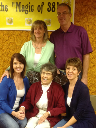 Kay Kuske (center) with her four children in the fall of 2015 (left to right): Amy Castillo, Wendy Jackson, Doug Kuske, and Julie Opdahl.